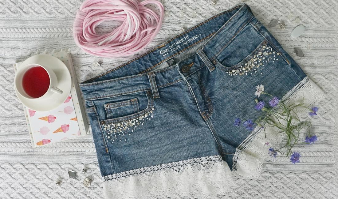 Jeansowe szorty z koronką
