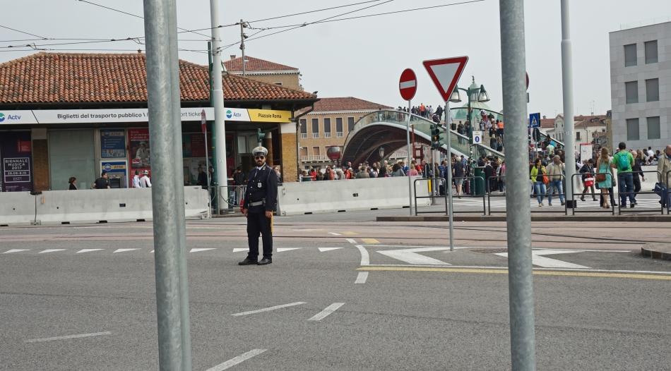Wenecja policja na Piazzale Roma