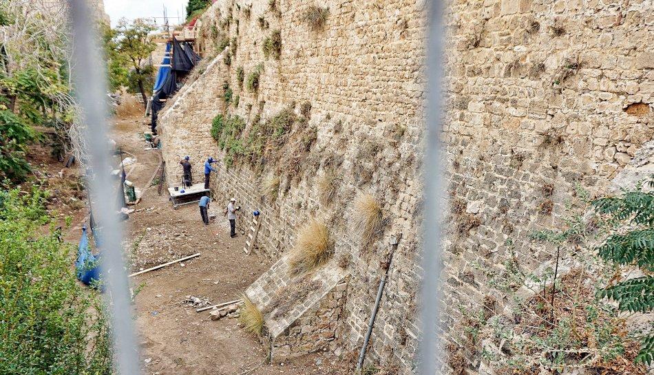 akka izrael stare miasto mury obronne sucha fosa