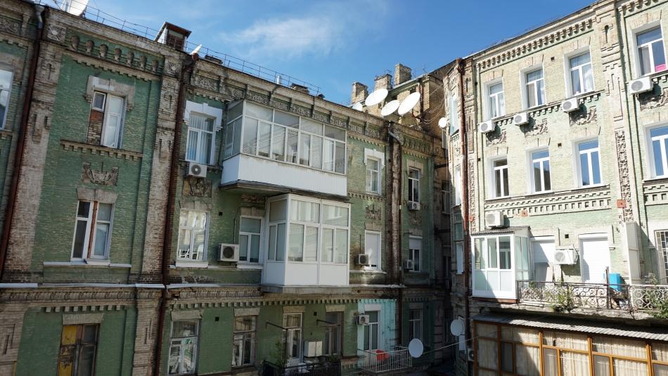 Kijów mieszkania w starych kamienicach