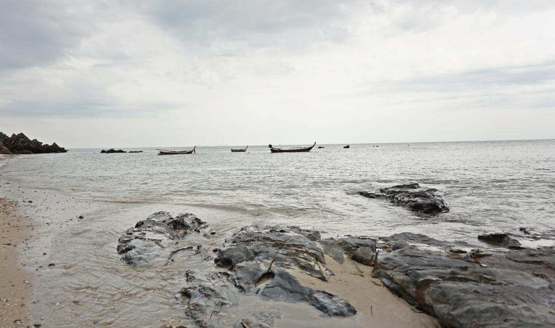 koh lanta tajlandia plaża skały