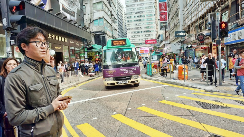 warszawa hong kong autobus minibus na ulicy