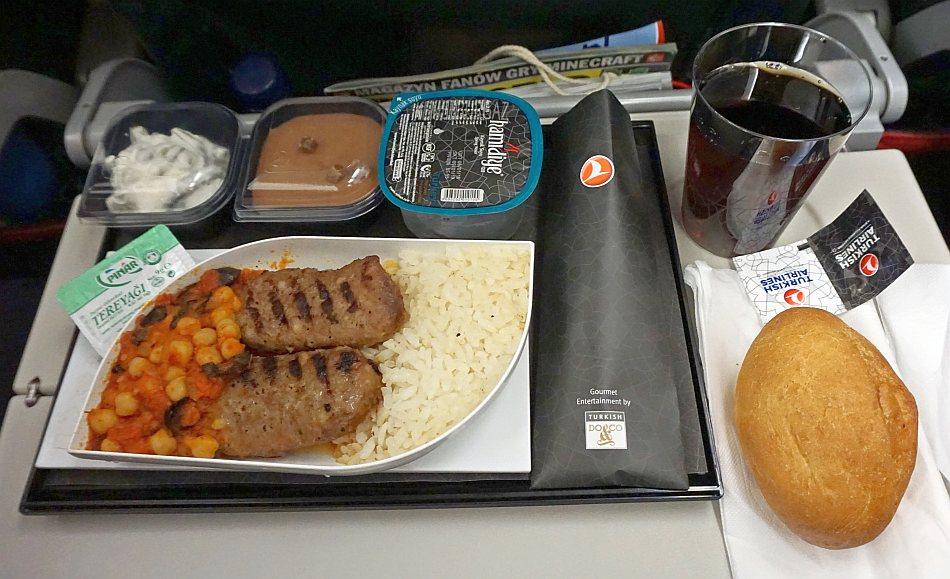 warszawa hong kong turkish airlilnes jedzenie posiłki w samolocie