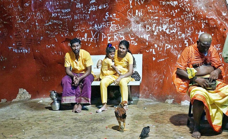 batu caves kuala lumpur malezja pielgrzymi rodzina oczekiwanie