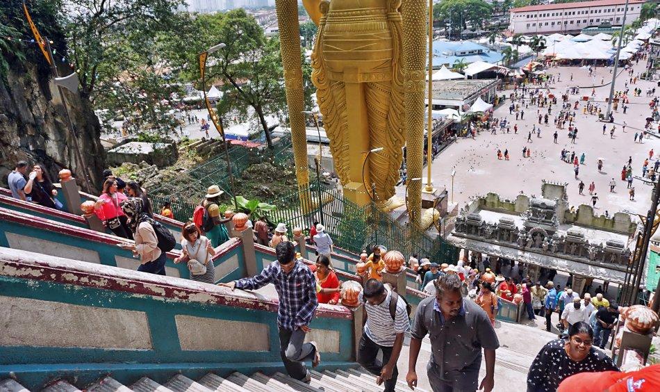 batu caves kuala lumpur malezja schody turyści