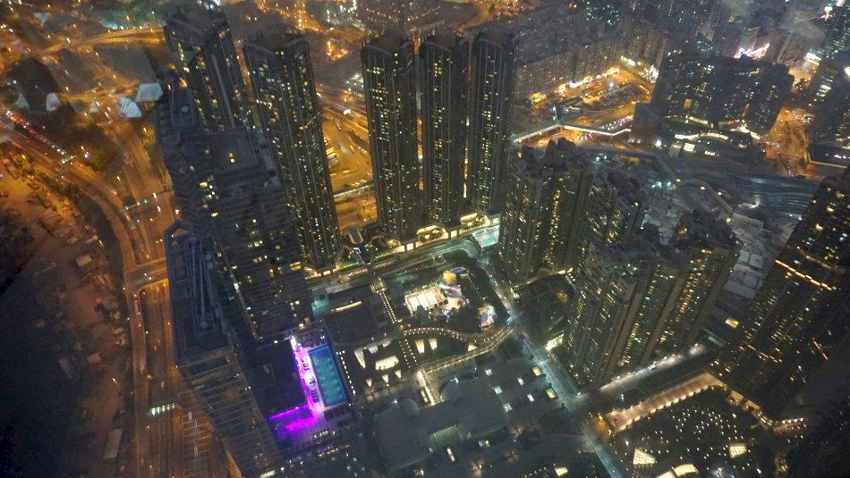 zwiedzanie hong kongu sky100 widok nocą ciemno panorama
