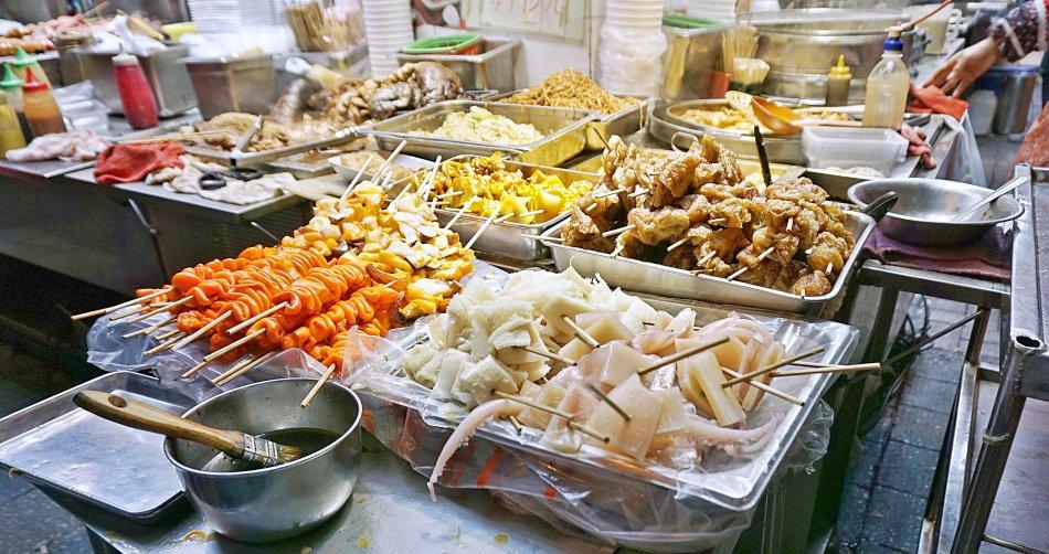 zwiedzanie hong kongu street food na patyku