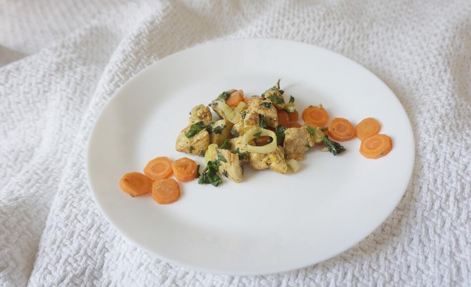 kurczak ze szpinakiem i warzywami, danie obiadowe, przepis