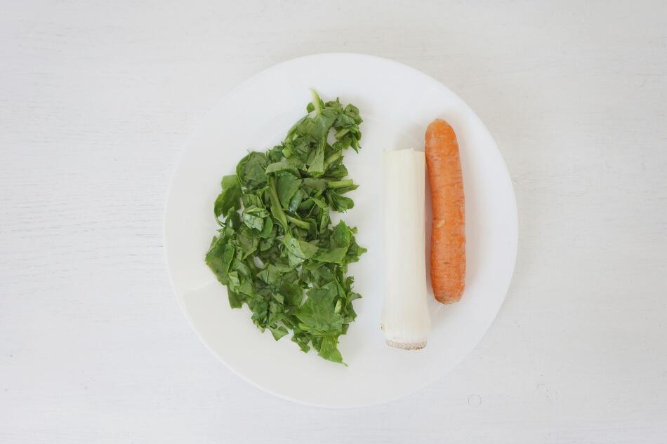 kurczak ze szpinakiem, warzywne składniki, przepis