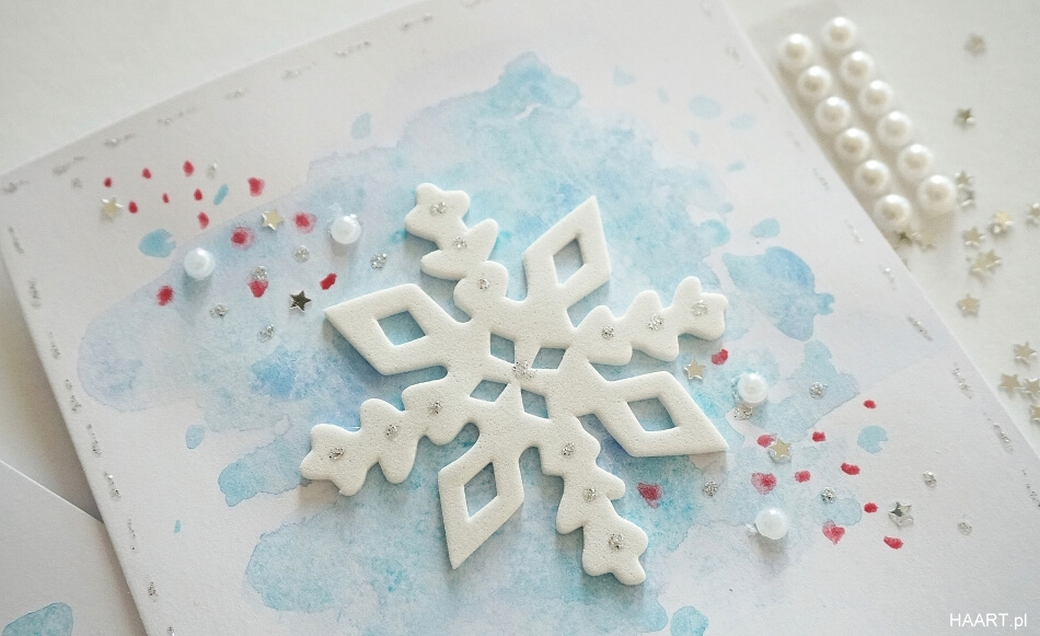 filcowa śnieżynka przyklejona do kartki z życzeniami