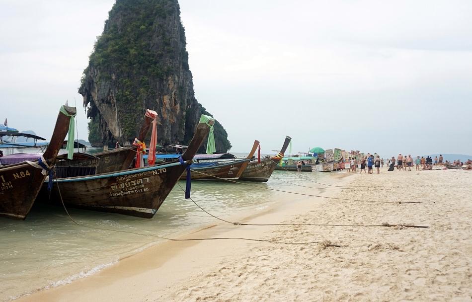 ao nang krabi tajlandia phra nang plaża beach łodzie