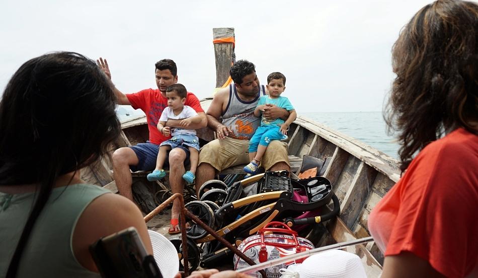 turyści na speedboat, longboat, tajlandia
