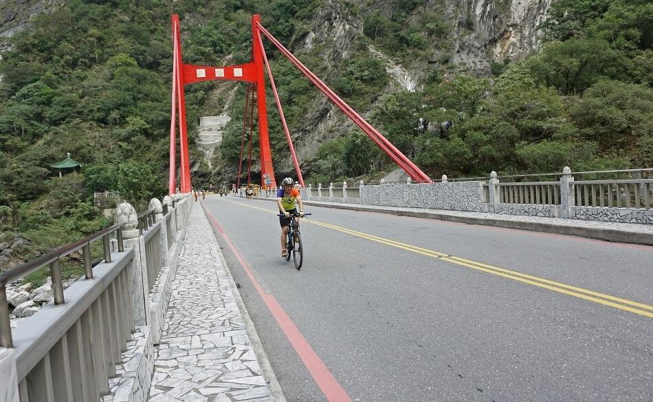 cimu bridge most liwu river rzeka rowerzysta