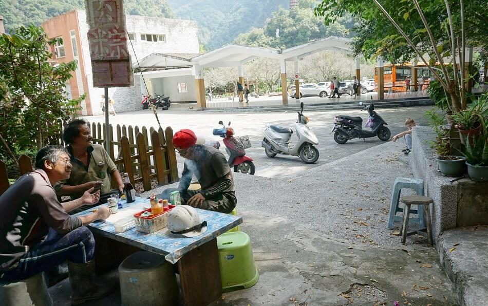 tianxiang jedzenie street food przy stoliku