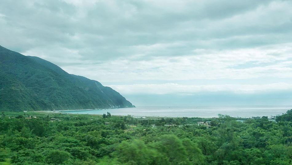 taroko national park gorge park narodowy train pociąg landscape krajobraz klify