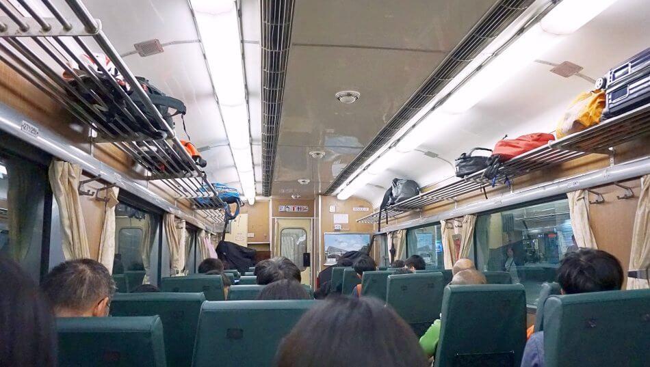 taroko national park gorge park narodowy train pociąg przedzial