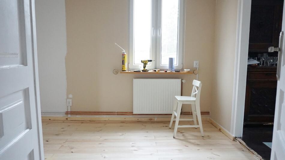 układanie drewnianej podłogi, prace wykończeniowe