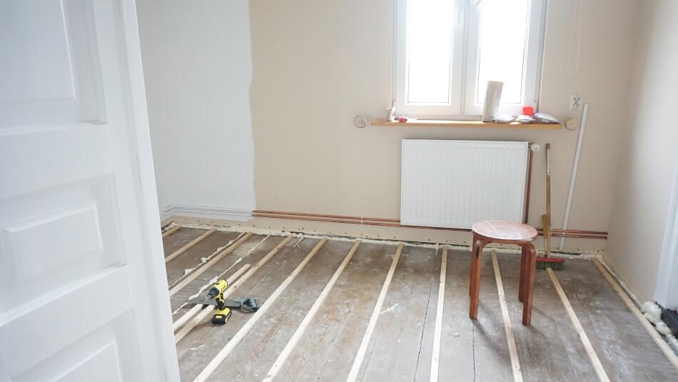 układanie podłogi drewnianej, legary