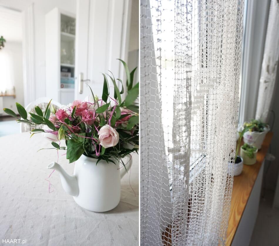 kwiaty i ręcznie tkana firanka