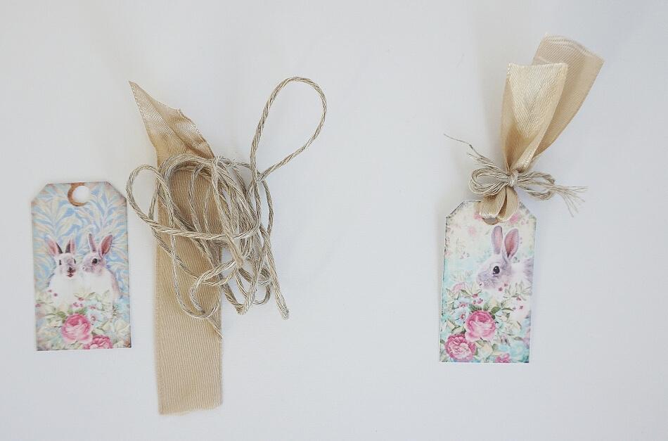 Kartka wielkanocna diy, Królik z kwiatami i wstążką