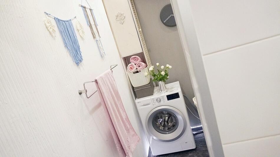 metamorfoza łazienki, pralka z kwiatami