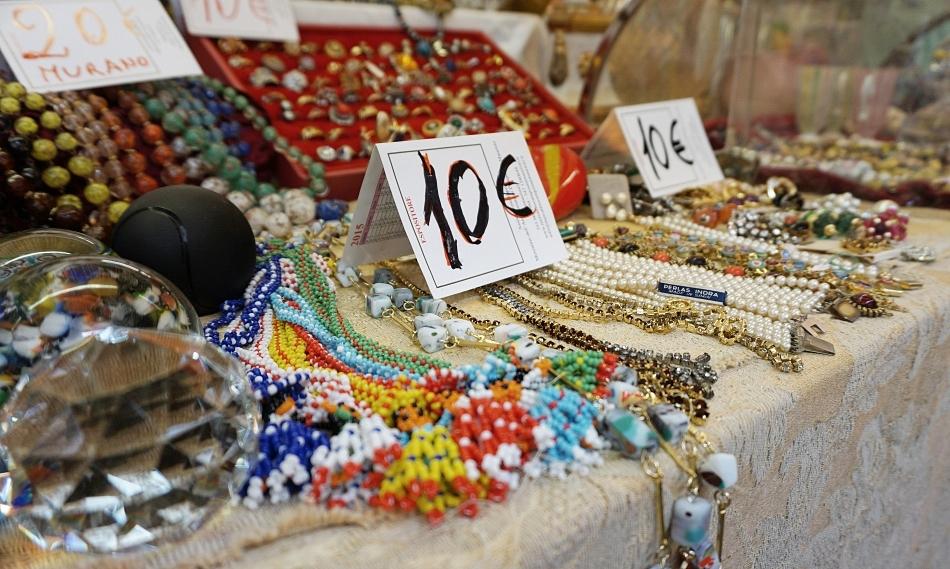 Ceny w Wenecji Kolorowa bizuteria, bransoletki, naszyjniki