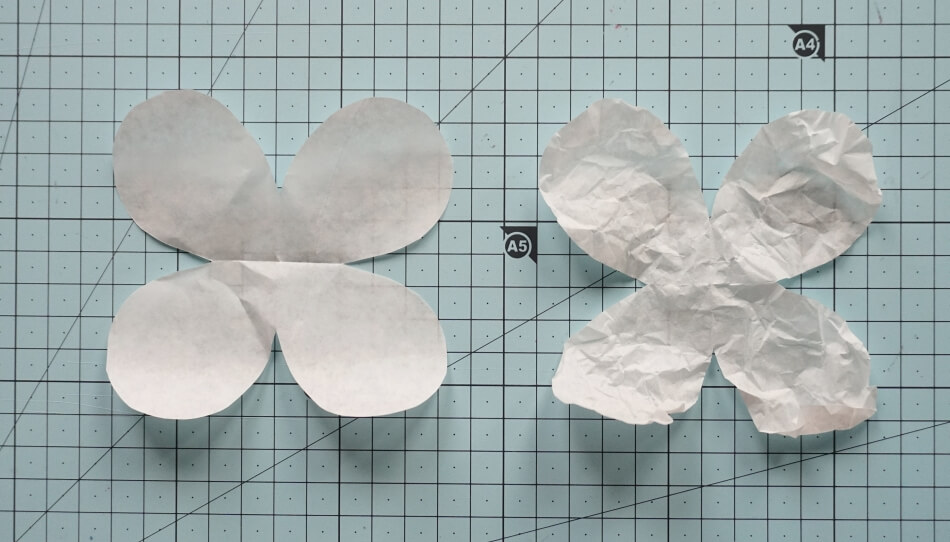 Wycinanie kwiatów z papieru