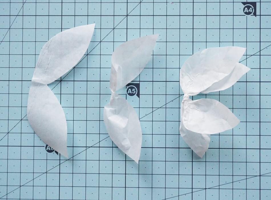 Skręcanie liści z papieru
