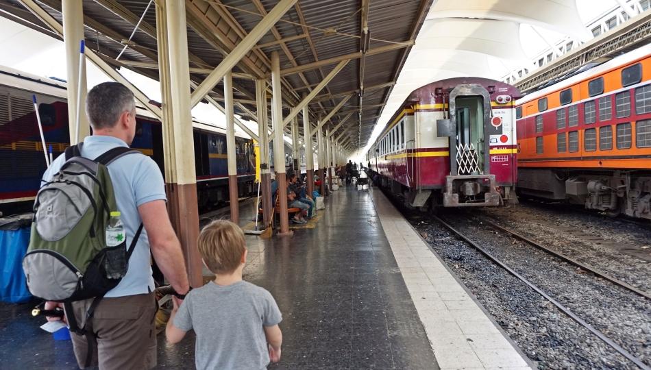 dworzec kolejowy bangkok peron pociąg tajlandia