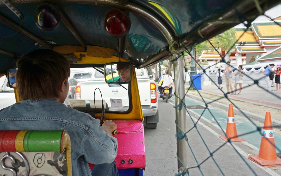 kierowca tuk tuk bangkok tajlandia