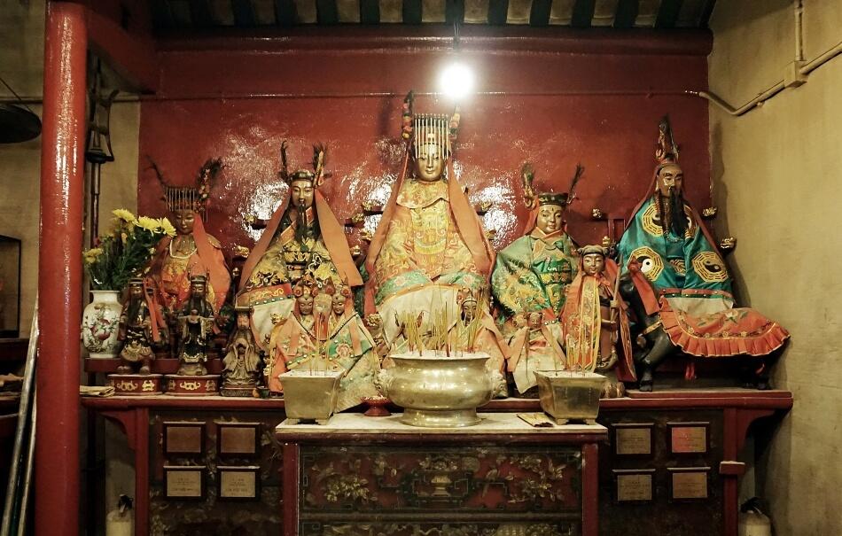 Ołtarz w świątyni Man Mo w Hong Kongu