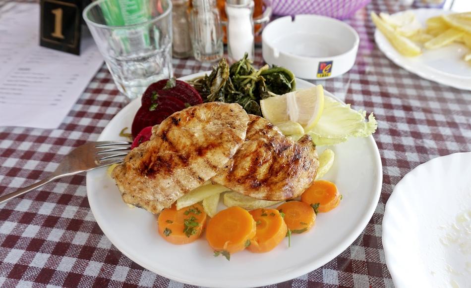 Danie w restauracji w Albanii