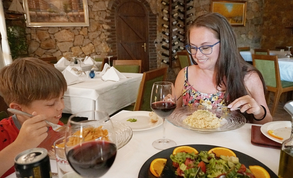 Restauracja w hotelu Rambuje w Albanii