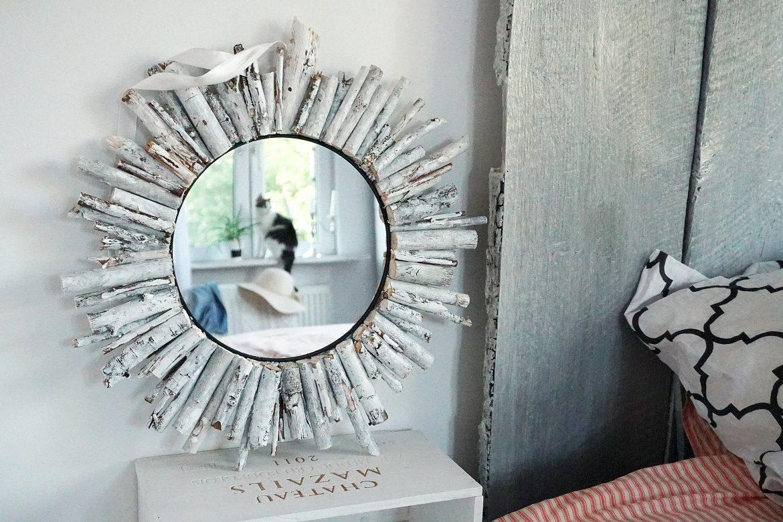 lustro słońce z białych patyków