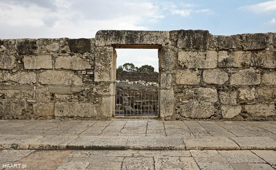 ruiny biała synagoga kafarnaum izrael