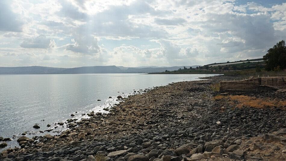 jezioro tyberiadzkie kafarnaum plaża