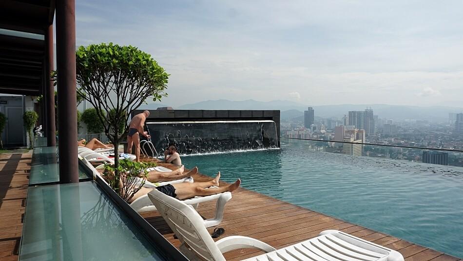 basen pool 37 piętro regalia suite kuala lumpur malezja