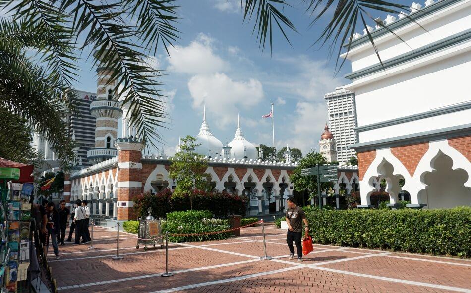 Wejście do Meczetu Jamek w Kuala Lumpur