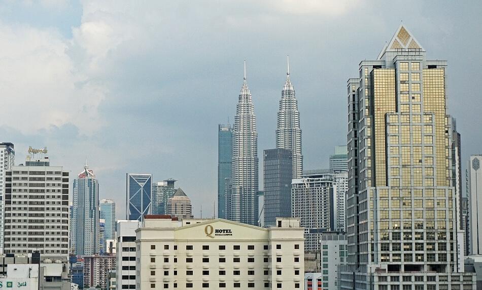 petronas towers panorama z wieżowcami kuala lumpur