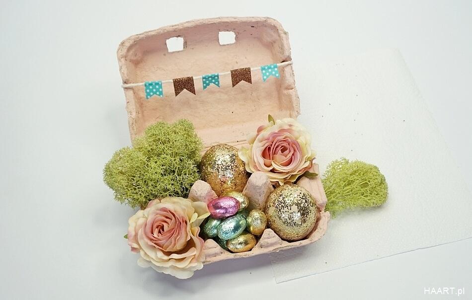 Wielkanocna dekoracja w pudełku po jajkach