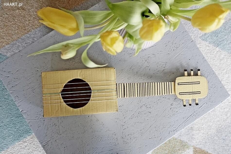 gitara z kartonu